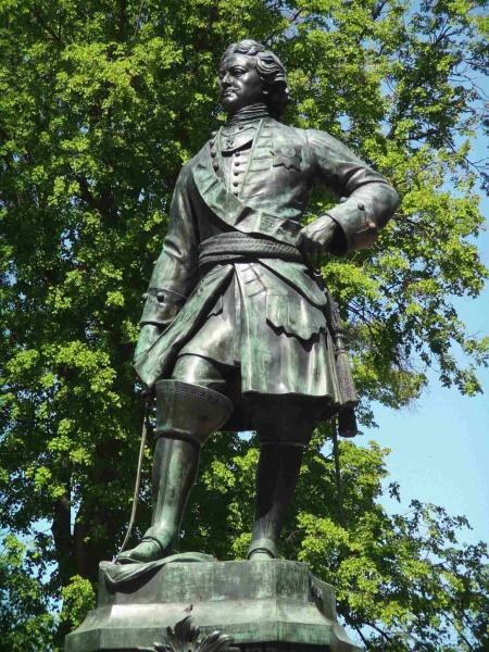 Памятник основателю крепости Кронштадт Петру I