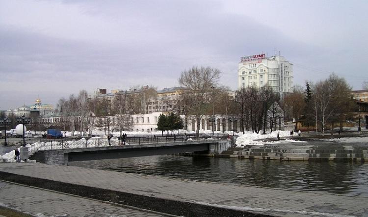 Исторический сквер на плотинке