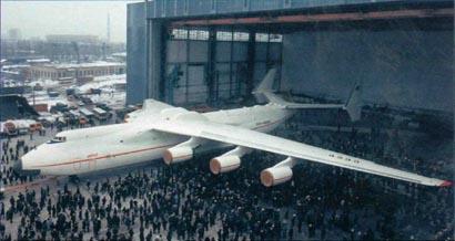 Выкатка Ан-225 из сборочного цеха АНТК им. О. К. Антонова. 30 ноября 1988 г.