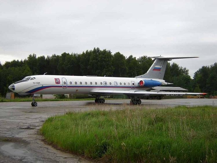 В Новом Уренгое самолет Ту-134 экстренно прервал взлет.  Происшествия.