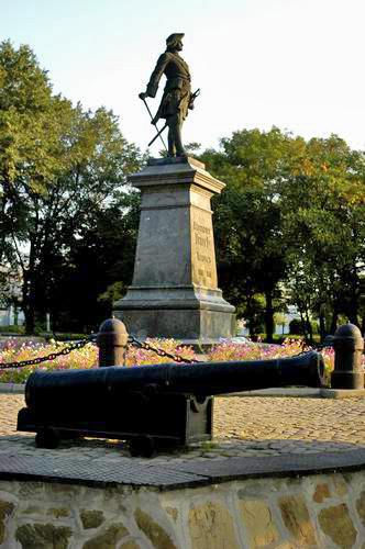 Мемориальный комплекс из двух видов гранитов Таганрог Эконом памятник Арка с резным профилем Уяр