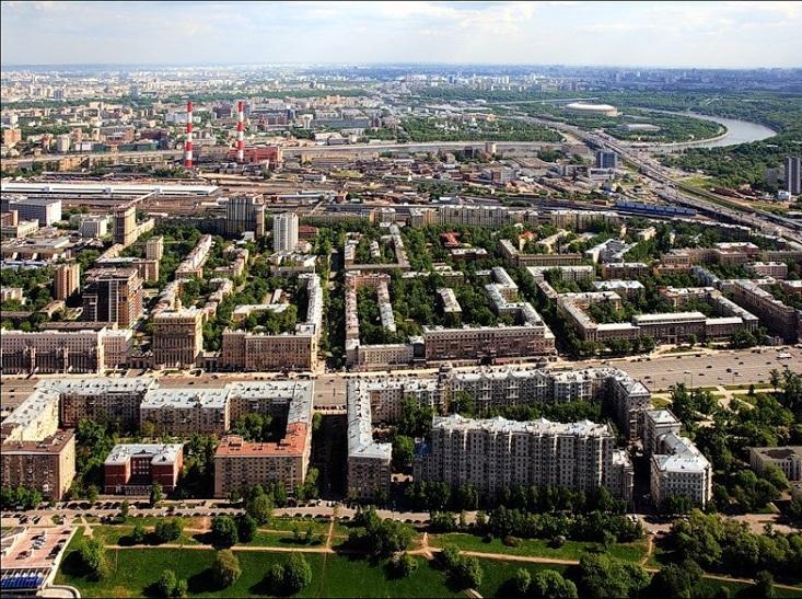 Вид на восток. Кутузовский проспект на переднем плане