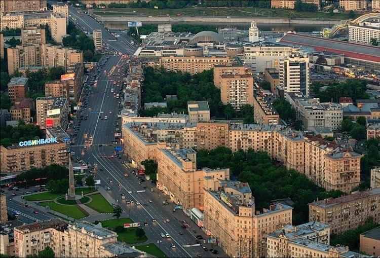 Обелиск Москва — город Герой и Большая Дорогомиловская улица