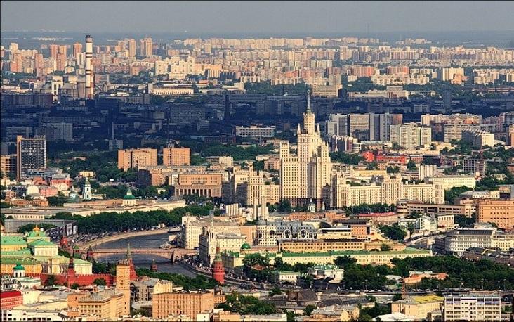 Частичка Кремля и высотка на Котельнической набережной