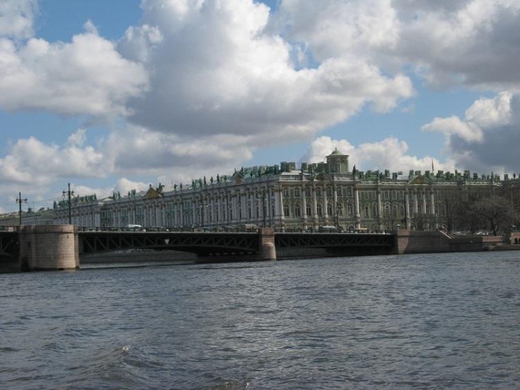 Дворцовый мост и Зимний дворец