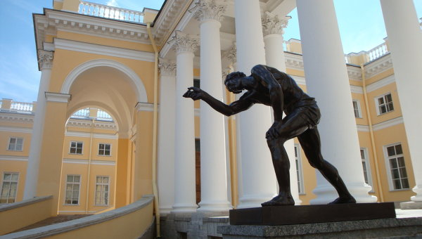 Колоннада Александровского дворца