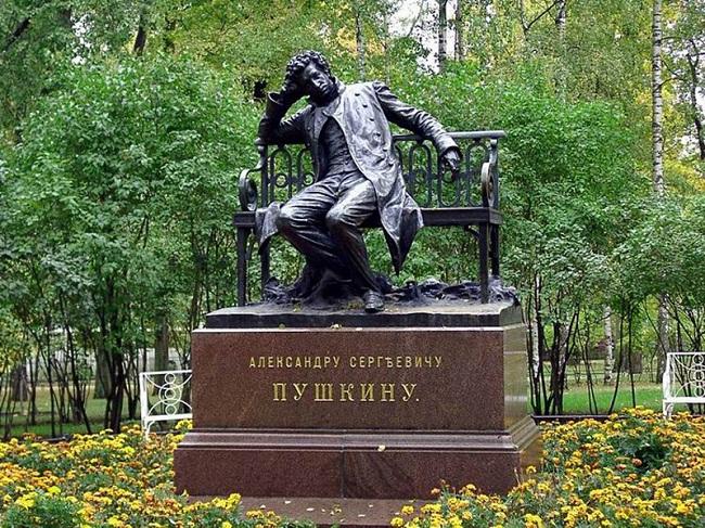 Памятник Пушкину в Царском селе