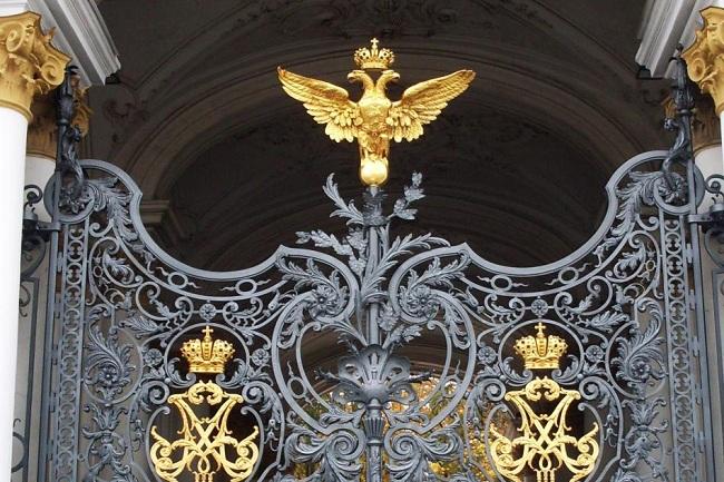 Решетка Зимнего дворца