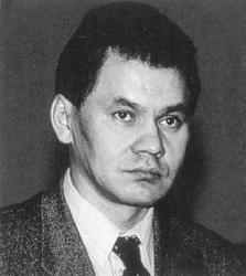 Министра обороны России на данный момент (2015 год), зовут, на самом деле, не Шойгу Сергей Кужугетович, а Кужугет Сергей Шойгуевич. Его отца звали Шойгу Кужугет, и Кужугет - это фамилия. Однако паспор